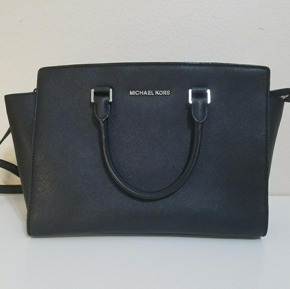 edad36bff8c1fb Michael Kors Large Selma Silver Hardware Bag. M_5a8c71dd9d20f0d4e23528d0